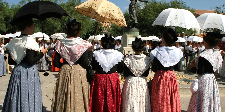 recherche costume provencal femme)