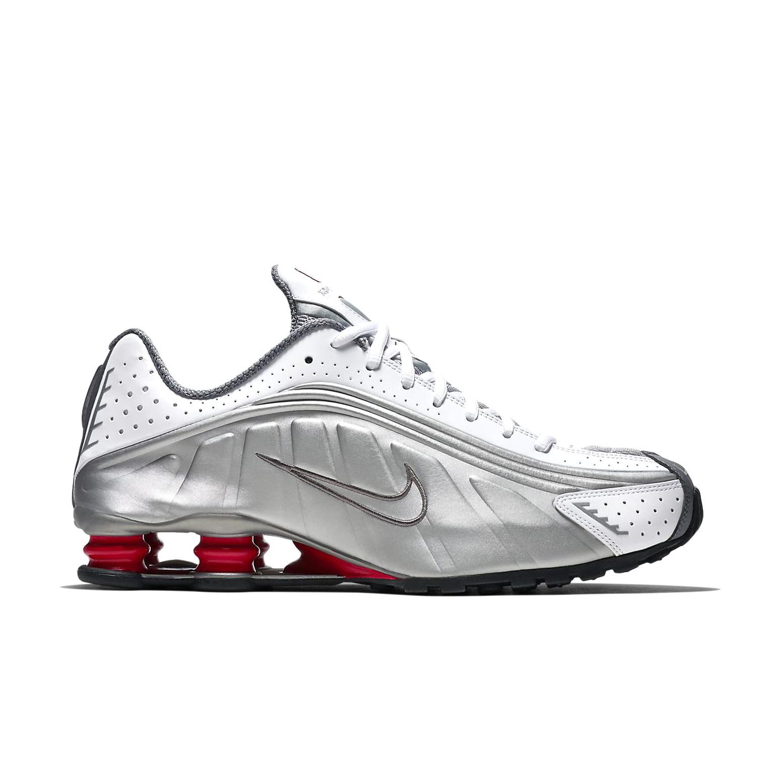 Nike Shox R4 d'occasion | Plus que 4 à -65%